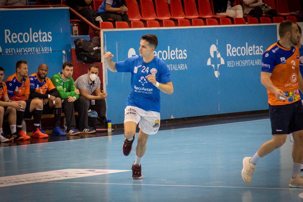 Jorge Serrano cumplió ante el BM Benidorm 100 partidos Asobal con el Recoletas